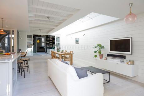 Luxury home showcase living roomの写真素材 [FYI02185088]