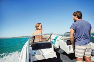Man steering boat with girlfriendの写真素材 [FYI02185118]