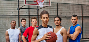 Men standing on basketball courtの写真素材 [FYI02185523]