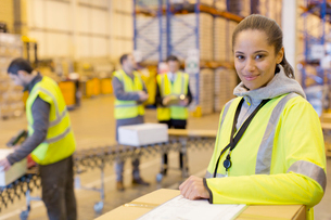 Worker smiling in warehouseの写真素材 [FYI02185751]