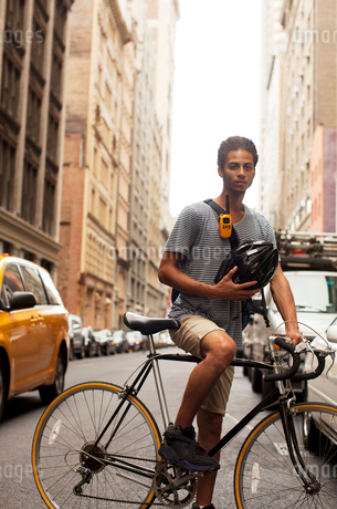 Man on bicycle on city streetの写真素材 [FYI02186033]