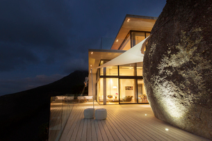 Illuminated modern house with rock feature and balconyの写真素材 [FYI02186083]