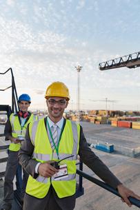 Businessman smiling on cargo craneの写真素材 [FYI02186779]