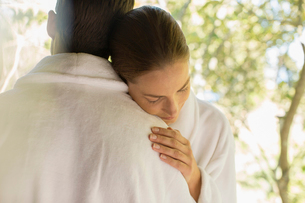 Couple in bathrobes huggingの写真素材 [FYI02187145]