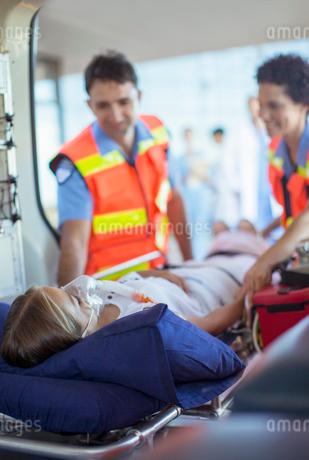 Paramedics examining patient on ambulance stretcherの写真素材 [FYI02187188]