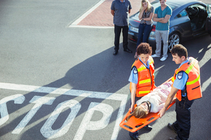 Paramedics carrying patient on stretcherの写真素材 [FYI02187330]