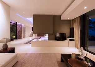 View of fireplace in luxurious living room during nightの写真素材 [FYI02187336]