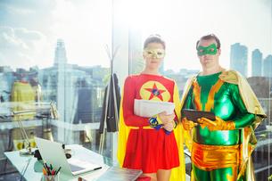 Superheroes standing in officeの写真素材 [FYI02187443]