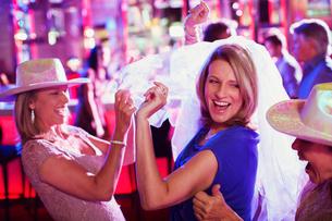 Women wearing hats dancing at bachelorette partyの写真素材 [FYI02187817]