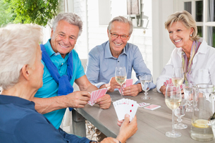 Friends playing card games at tableの写真素材 [FYI02188394]