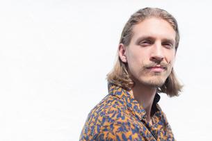 Portrait confident male hipsterの写真素材 [FYI02188444]