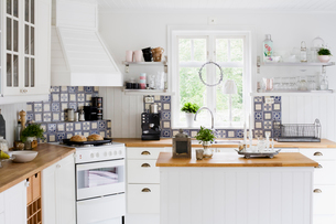 Sweden, Contemporary kitchen with white furnitureの写真素材 [FYI02189625]