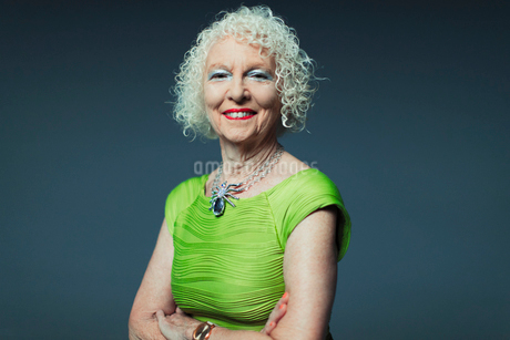 Portrait smiling, confident senior womanの写真素材 [FYI02189764]