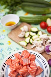 Sweden, Uppland, Vato, Salmon with vegetable ingredientsの写真素材 [FYI02189844]