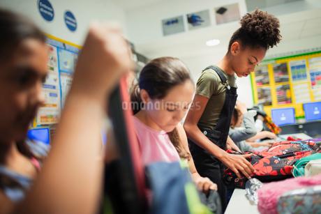 Junior high school girl students with backpacks in classroomの写真素材 [FYI02190249]