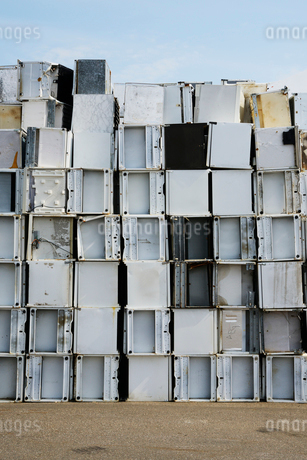 Sweden, Uppland, Lovsta, Household appliances stacked for reの写真素材 [FYI02190294]