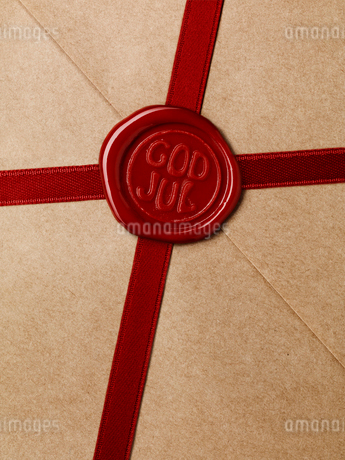 Close up of wax seal on packageの写真素材 [FYI02190407]