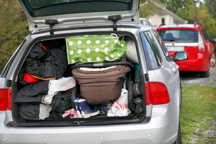 Open car trunk filled with luggageの写真素材 [FYI02190616]