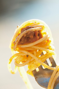 Sweden, Close-up of spaghetti and meatball on forkの写真素材 [FYI02190668]