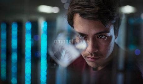 Male innovator examining prototypeの写真素材 [FYI02190693]