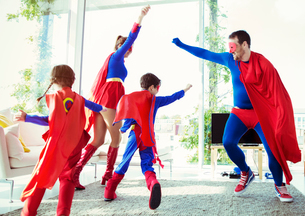 Superhero family playing in living roomの写真素材 [FYI02191273]