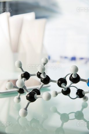 Close up of molecular model on counter in labの写真素材 [FYI02191486]