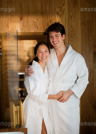 Portrait happy couple in bathrobes at spaの写真素材 [FYI02191732]