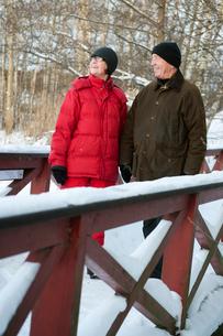 Sweden, Stockholm, Senior couple enjoying walkの写真素材 [FYI02192029]
