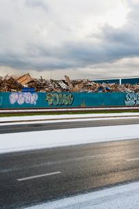 Sweden, Goteborg, Heap of garbage behind fenceの写真素材 [FYI02192056]