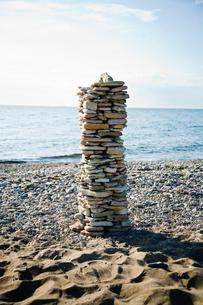 Sweden, Oland, Baltic Sea, Pile of stones on beachの写真素材 [FYI02192156]