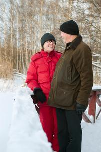 Sweden, Stockholm, Senior couple enjoying walkの写真素材 [FYI02192322]
