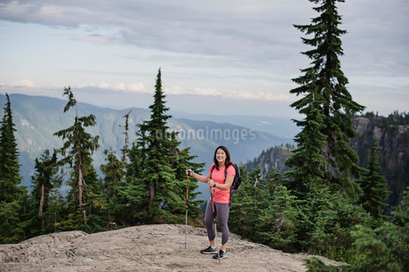 Portrait happy young woman hiking at mountaintop, Dog Mountain, BC, Canadaの写真素材 [FYI02192458]