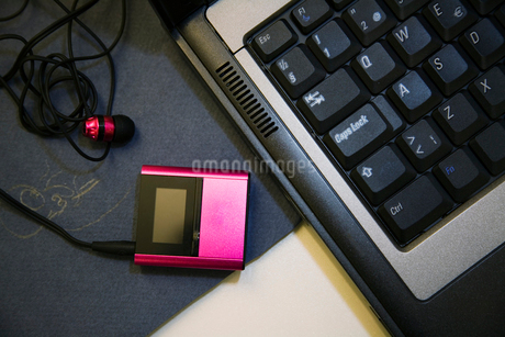 Sweden, Mp3 player and laptopの写真素材 [FYI02192570]
