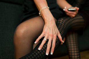 Woman's hand on tights, close-upの写真素材 [FYI02192623]