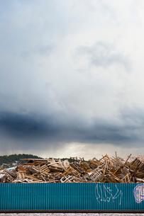 Sweden, Goteborg, Heap of garbage behind fenceの写真素材 [FYI02192624]