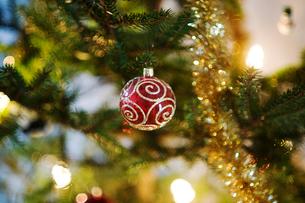Sweden, Decoration on Christmas treeの写真素材 [FYI02192660]