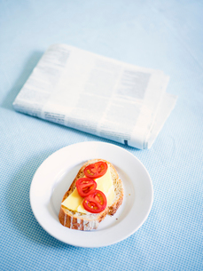 Sandwich and newspaperの写真素材 [FYI02192783]