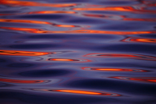 Sweden, Bohuslan, Water reflecting sunsetの写真素材 [FYI02192866]