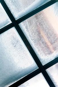 Sweden, Jamtland, Bydalen, Window with frostの写真素材 [FYI02192874]