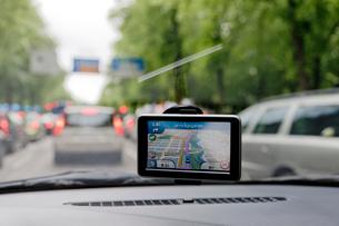 Sweden, Goteborg, Global positioning system in car in traffiの写真素材 [FYI02193178]