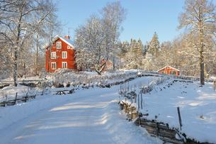 Sweden, Smaland, Stensjo, Winter landscapeの写真素材 [FYI02193200]