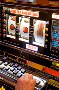 Caribbean, Close-up of slot machines in casinoの写真素材 [FYI02193263]