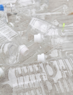 Group of empty plastic bottles, studio shotの写真素材 [FYI02193278]