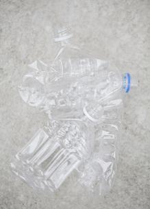 Group of empty plastic bottles, studio shotの写真素材 [FYI02193296]