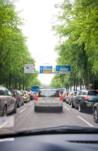 Sweden, Goteborg, Cars in trafficの写真素材 [FYI02193396]