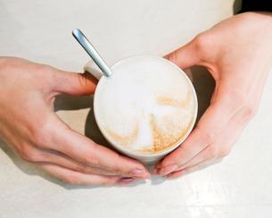Finland, Helsinki, Close-up of cappuccinoの写真素材 [FYI02193443]