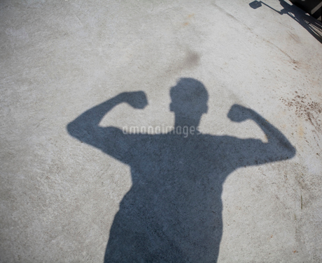 Shadow of man showing musclesの写真素材 [FYI02193485]