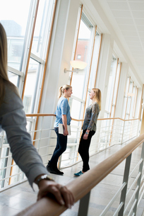 Sweden, Vastra Gotaland, Gothenburg, School of Business, Economics and Law, Young women at universitの写真素材 [FYI02194131]