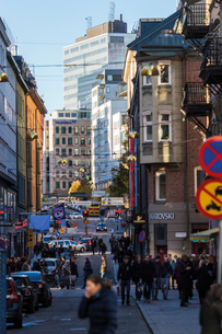 Sweden, Stockholm, Master Samuelsgatan, Crowded streetの写真素材 [FYI02194324]