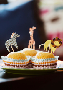 Sweden, Muffins with animalsの写真素材 [FYI02194443]